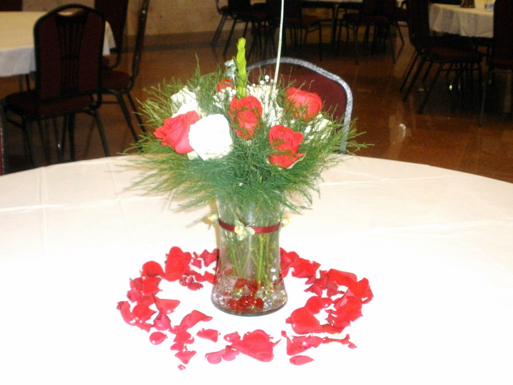 Wedding Centerpieces With Fresh Red And White Flowers Raji Creations